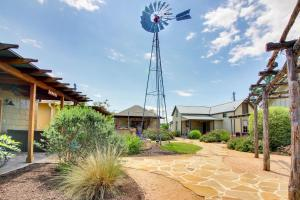 Wine Country Cottages on Main: Tank House, Case vacanze  Fredericksburg - big - 31