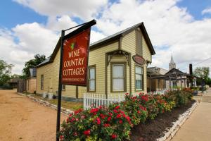 Wine Country Cottages on Main: Tank House, Case vacanze  Fredericksburg - big - 28