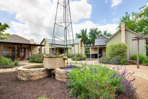 Wine Country Cottages on Main: Tank House, Case vacanze  Fredericksburg - big - 27