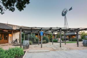 Wine Country Cottages on Main: Tank House, Case vacanze  Fredericksburg - big - 26