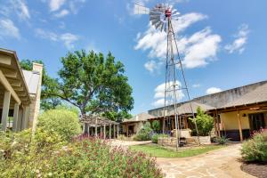 Wine Country Cottages on Main: Tank House, Case vacanze  Fredericksburg - big - 23