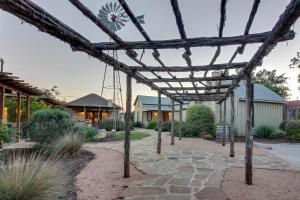 Wine Country Cottages on Main: Tank House, Case vacanze  Fredericksburg - big - 22