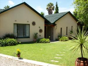 Sunflowers Guesthouse, Penziony  Kempton Park - big - 1