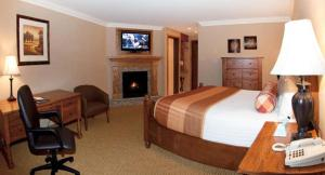Queen Suite with Fireplace and Spa Bath