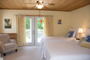 Queen Room with One Queen Bed and One Twin Bed