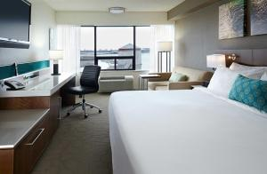 Deluxe King Room with Sofa Bed and Water View
