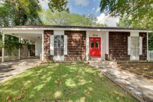 Red Door Retreat, Holiday homes  Fredericksburg - big - 14