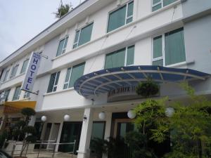 Photo of Pearl White Hotel