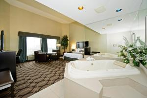 King Suite with Whirlpool - Non-Smoking