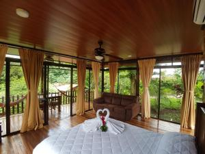 Glass Bungalow | 1 Queen Bed & Soda Bed