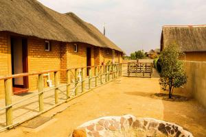 Madiba Inn, Bed & Breakfasts  Mahalapye - big - 10