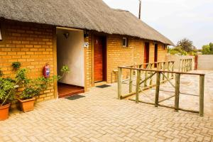 Madiba Inn, Bed & Breakfasts  Mahalapye - big - 13