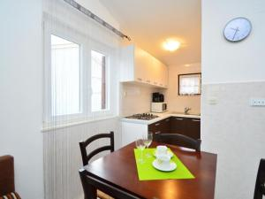 Apartment Johanna, Apartmány  Tribunj - big - 19