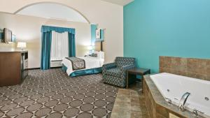 King Suite with Spa Bath - Disability Access - Non smoking