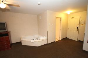 King Suite with Jacuzzi - Non-Smoking