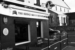 Maddens Bridge Bar, Restaurant & Guesthouse
