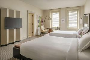 Queen Room with Bath - Disability Access