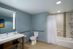 Queen Room with Bath Tub - Disability Access