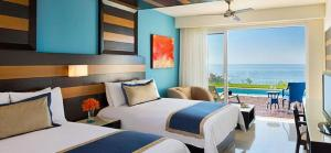 Preferred Club Junior Suite Swimout with Two Double Beds