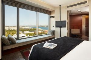 Deluxe Corner Room with Bosphorus View