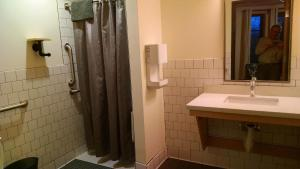 Deluxe Queen Room with Private Bathroom