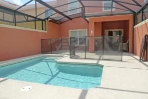 Four-Bedroom Townhouse with Pool