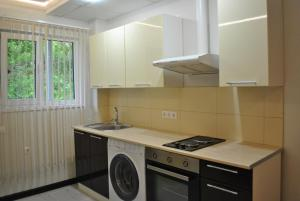 Apartment on Izvestinskiy 16, Apartmanok  Adler - big - 5
