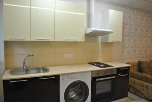 Apartment on Izvestinskiy 16, Apartmanok  Adler - big - 2