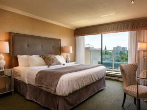 Two-Bedroom Suite with Harbour View