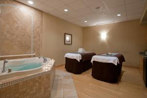Embassy Suites Charlotte - Concord/Golf Resort & Spa, Hotely  Concord - big - 22