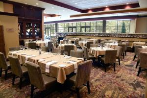 Embassy Suites Charlotte - Concord/Golf Resort & Spa, Hotely  Concord - big - 58