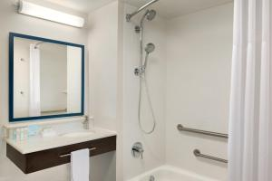 King Room - Disability Access with Tub