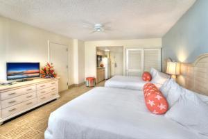 Queen Room with Two Queen Beds and Kitchen - Ocean Front