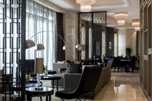 Pokój typu Executive z łóżkiem typu king-size i dostępem do salonu Executive Lounge