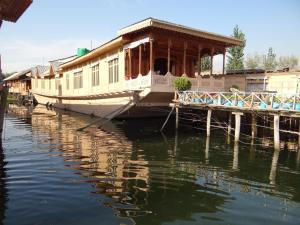 New Lucky Star Group of Houseboats