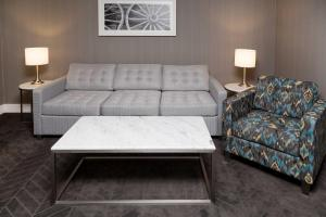 Executive Queen Suite plus Sofa Bed