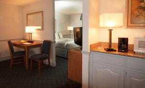 Oglethorpe Inn & Suites