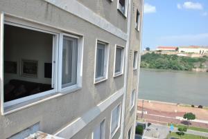 Top place river side apartment -great view 55m2, Apartmanok  Újvidék - big - 1