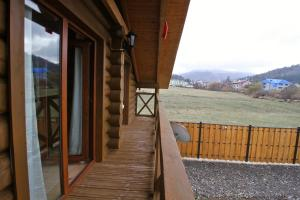 Canadian Log House, Villas  Bakuriani - big - 37