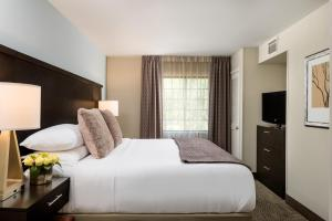 Staybridge Suites Chantilly Dulles Airport, Hotels  Chantilly - big - 11