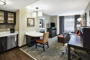 One-Bedroom King Suite - Disability Access/Roll-In Shower