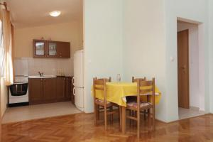 Apartment Slatine 5999d, Appartamenti  Slatine - big - 7