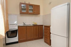 Apartment Slatine 5999d, Appartamenti  Slatine - big - 5