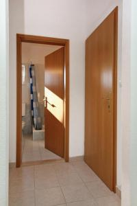 Apartment Slatine 5999d, Appartamenti  Slatine - big - 3