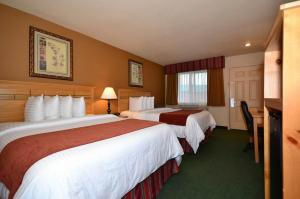 Queen Room with Two Queen Beds - Non-Smoking/Disability Access