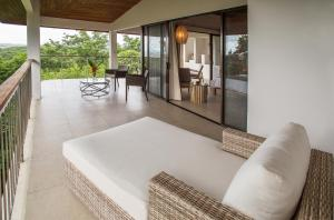 Suite with Mountain View and Ocean View (Flor Blanca Suite)