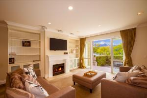 Super Central Lakeside Villa, Holiday homes  Queenstown - big - 17