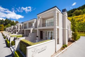 Super Central Lakeside Villa, Holiday homes  Queenstown - big - 1
