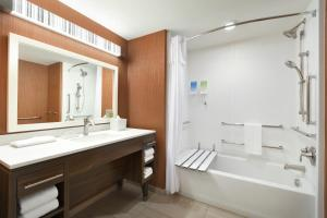 King Room with Bath Tub - Mobility Accessible/Non-Smoking