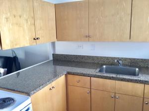 One-Bedroom Apartment King Corner View - Non Refundable